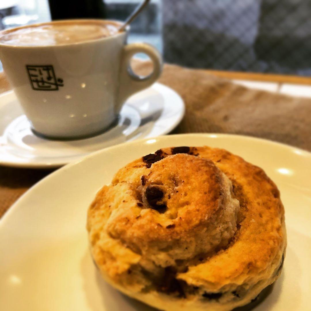 秋晴れの気持ちの良い金曜日♪ 朝晩の急な冷え込みにあったかい珈琲が美味しいですね