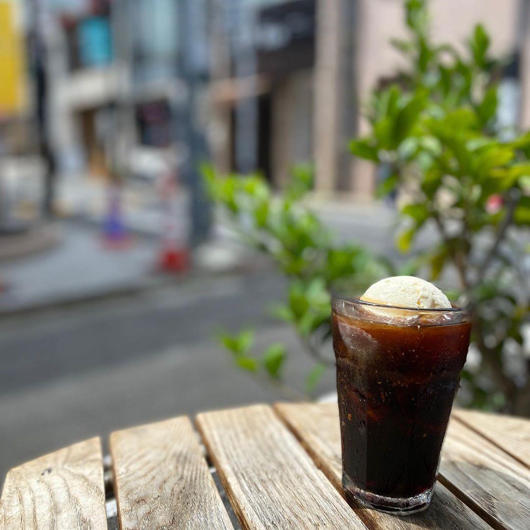 まだまだ残暑厳しいですね。。。  暑さに挫けたら、ご褒美にアイスと冷たいコーヒー